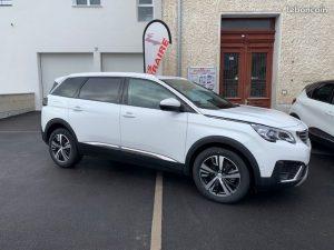 ES ITINERAIRE vous propose  LE Peugeot Peugeot 5008 1.6 THP 165CH S&S EAT6 ALLURE  Mise en circulation : 02/2019  Kilométrage : 10  Couleur : BLANC BANQUISE