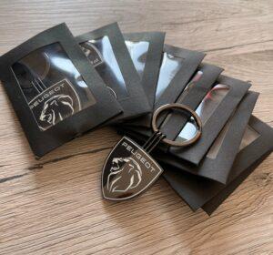 porte-clés Peugeot avec le tout nouveau logo disponible 👍